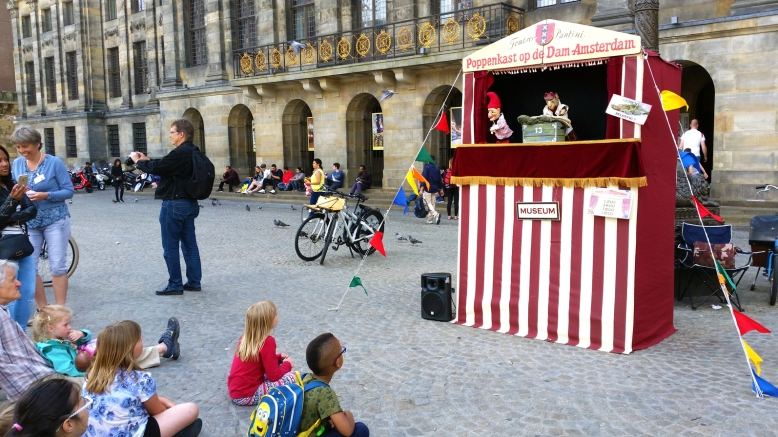 puppets-show-dam-square-amsterdam
