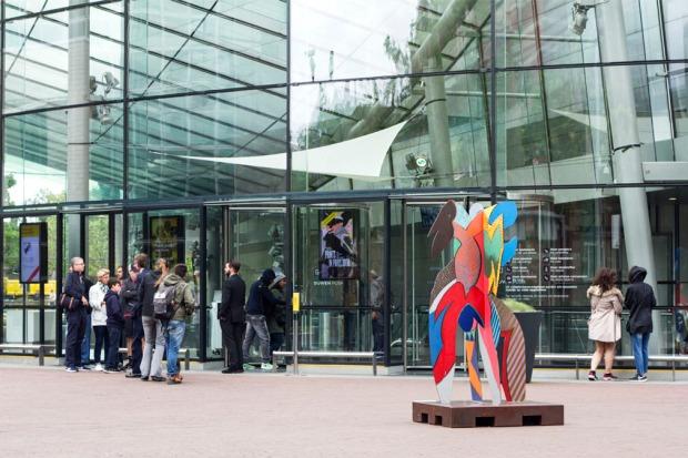 van-gogh-museum-entrance